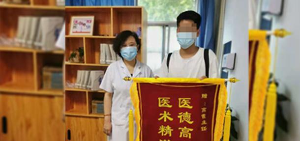 【医德高尚暖人心,医术精湛传四方】白癜风康复患者送来感谢锦旗