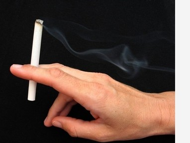 白癜风患者吸烟对治疗有什么影响?